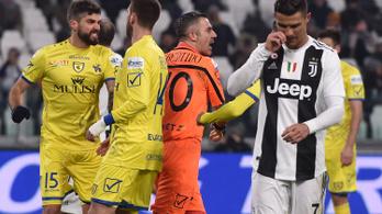 Borostás ősz bácsi védte ki Ronaldo büntetőjét