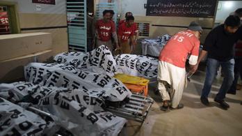 A felismerhetetlenségig égtek egy pakisztáni tartálykocsi-baleset áldozatai