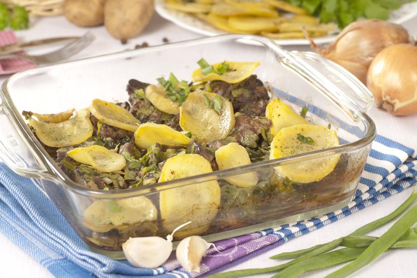 Sütőben sült, fokhagymás csirkemáj krumplival: így lesz vajpuha a máj