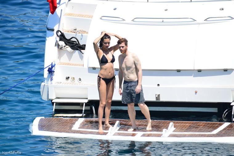 Ugyanekkor Törökország partjainál egy yachton is üdültek valamennyit.