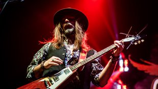 Ikonikus hathúrosok:  az igazi terpeszállós rock gitár