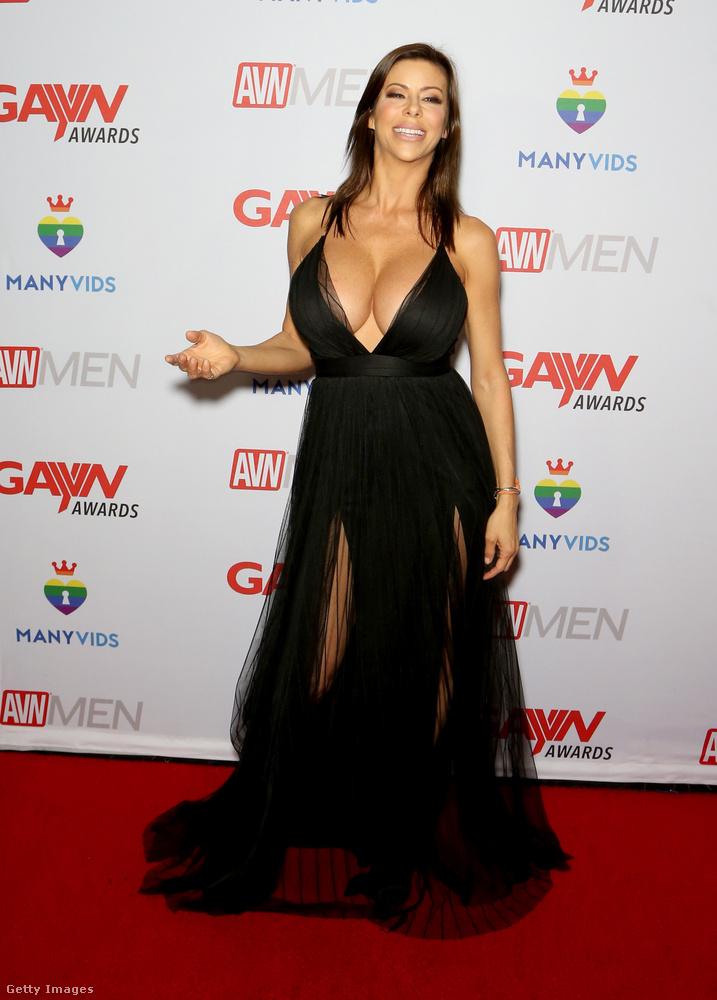Alexis Fawx egy pornószínésznő, a legbüszkébb hatalmas melleire