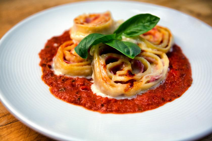 Paradicsomszószban sült lasagnetekercsek: így még finomabb lesz az olasz fogás