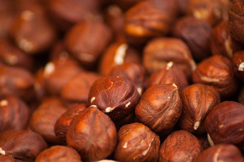A mogyoró cinkforrásként is egészséges nassolnivaló. Ha másképp nem fogy, magas kakaótartalmú csokiba mártva szimpatikusabb lesz a gyereknek.