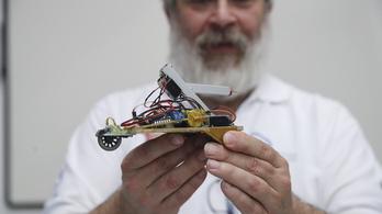 Robottal feszegeti a világ határait egy nyíregyházi szakkör