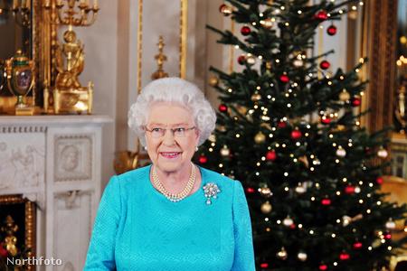 II. Erzsébet 2009-ben, az akkori karácsonyfa előtt