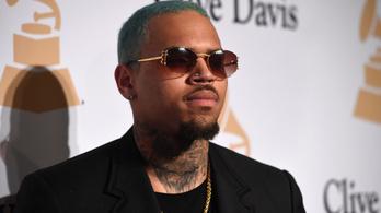 Már szabadon is engedték a nemi erőszak gyanúja miatt letartóztatott Chris Brown-t