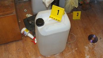 Harminc liter ginát találtak egy váci istállóban