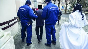 Saját esküvőjén tartóztatták le a hamisítót