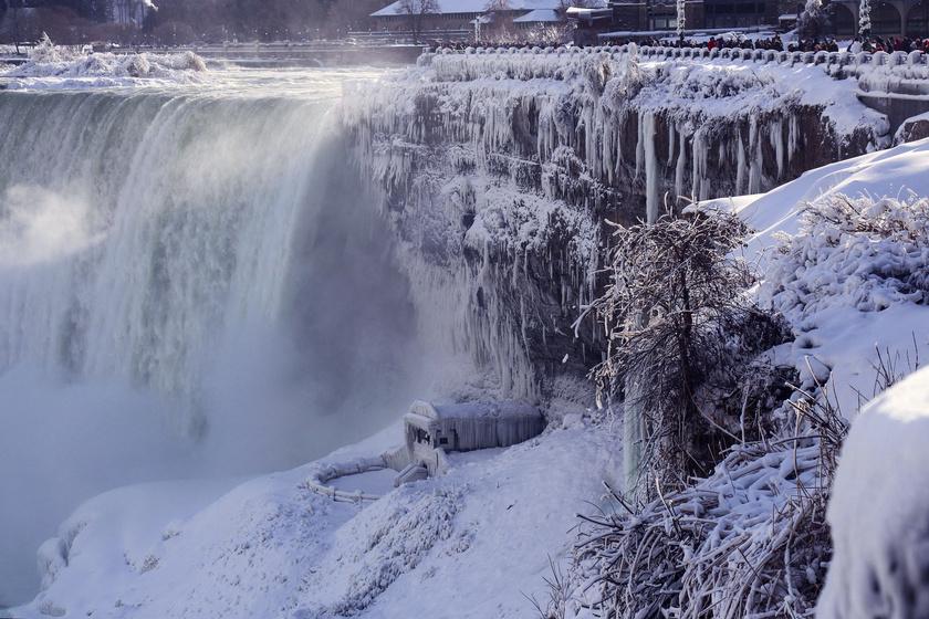 Ítéletidő tombol az Egyesült Államokban: még a Niagara is befagyott