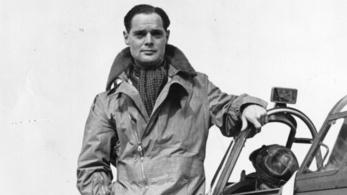 A II. világháborús pilóta, aki amputált lábai miatt lett még veszélyesebb az égen