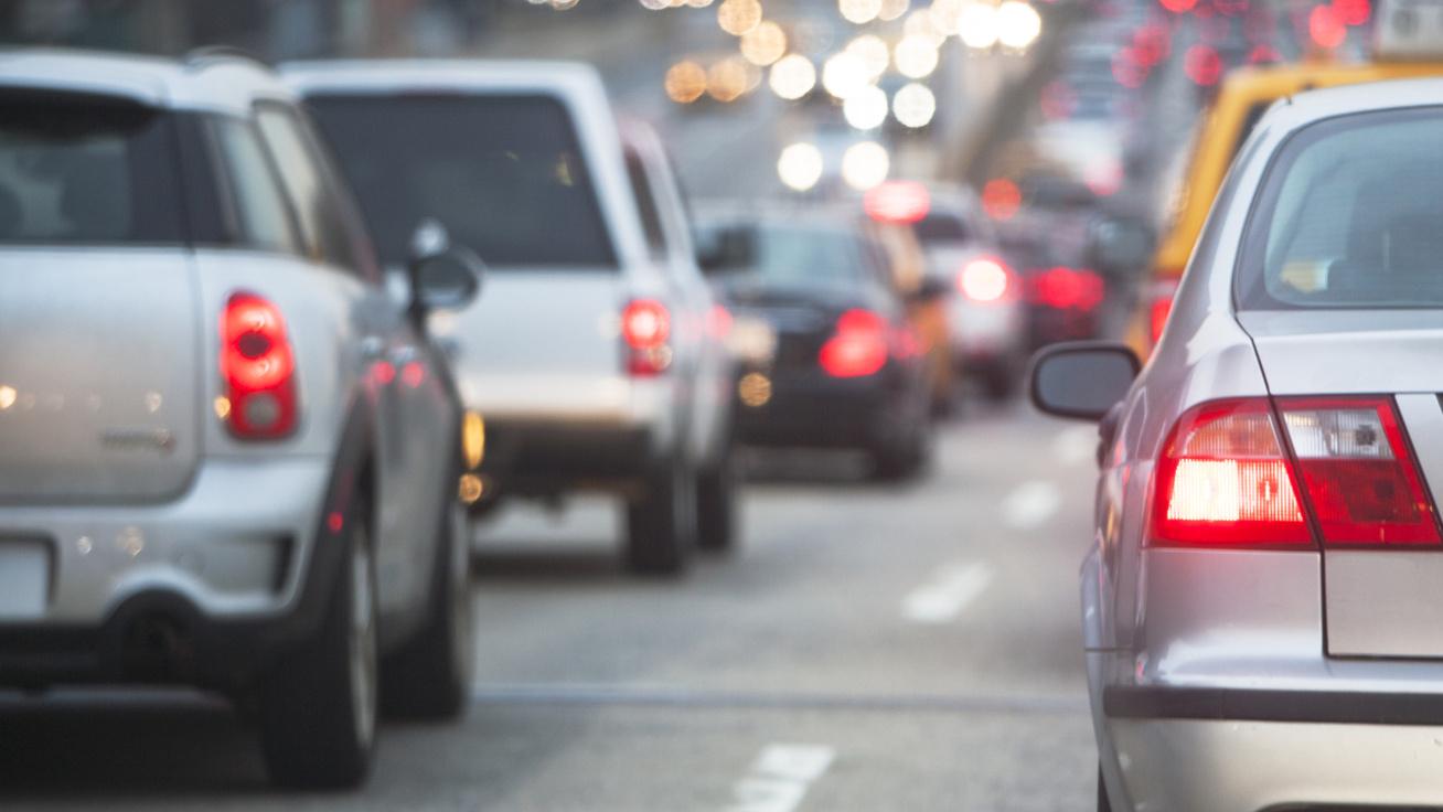 Változás jöhet az autók rendszámainál: szigorodnak a környezetvédelmi szabályozások