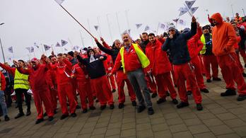 Sztrájkot hirdetett a szakszervezet: akár egy hétre is leállhat az Audi győri gyára