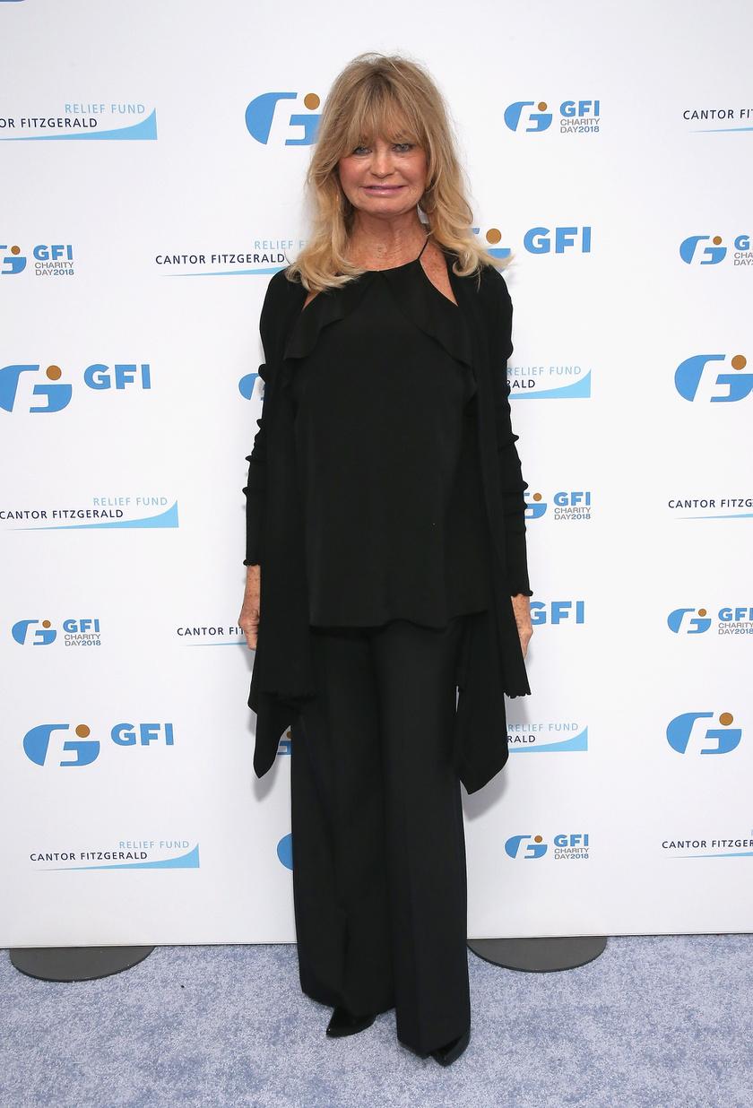Goldie Hawn még mindig csinos, de az arcán már alig fedezzük fel a fiatalkori vonásait.
