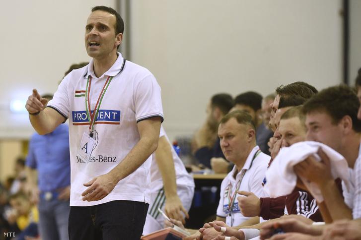 Xavi Sabate, a magyar csapat szövetségi kapitánya a kézilabda Provident Karácsony Kupa döntőjében játszott Magyarország - Csehország mérkőzésen Érden 2016. december 30-án.