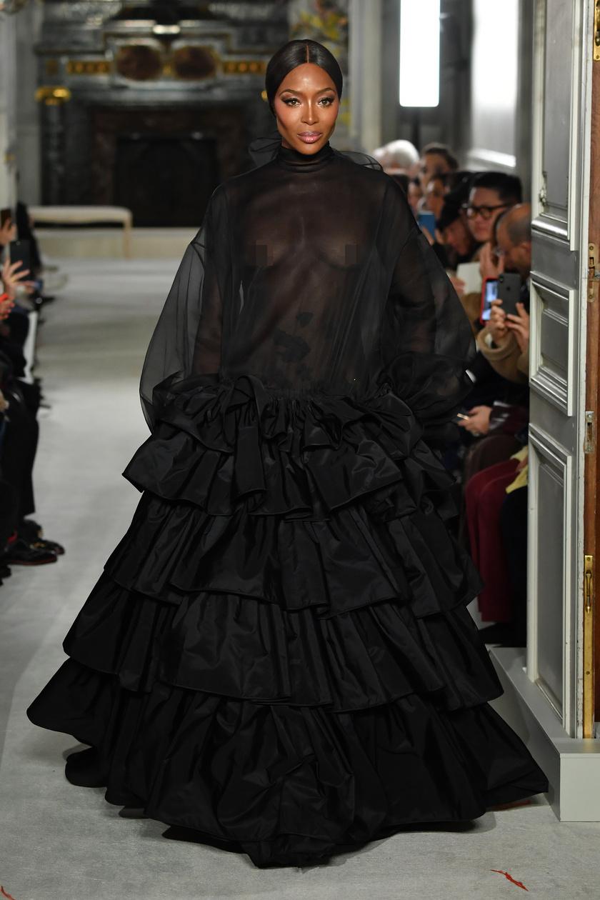 Naomi Campbell ruhája igencsak merész volt.