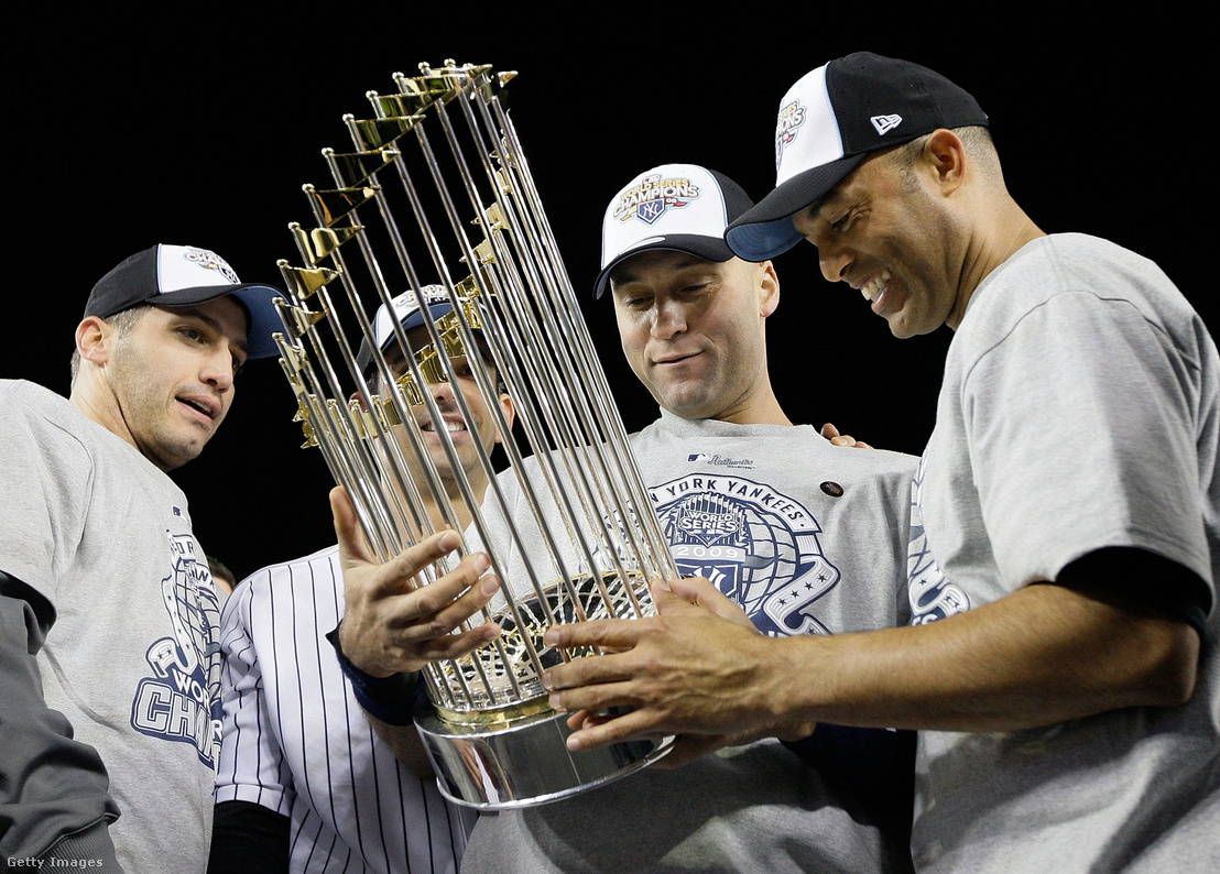 (balról jobbra) Andy Pettitte, Jorge Posada, Derek Jeter és Mariano Rivera, vagyis a Core Four ünnepli a Yankees 2009-es, vagyis a nagy négyes utolsó, ötödik közös bajnoki címét