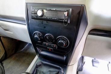 A magyarországi tesztautókba két DIN-es rádiót tettek. Ezzel a kicsivel rettenetesen néz ki a középső műszerfal-rész