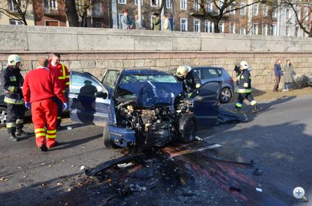 A rendőrség a baleset után teljes szélességében lezárta a rakpartot a Margit híd és a Bem tér között.