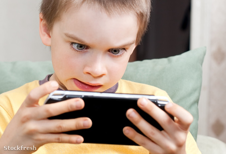 stockfresh 458416 boy-playing-game-console sizeM
