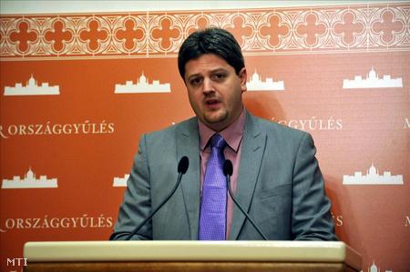 Bárándy Gergely, a Magyar Szocialista Párt (MSZP) képviselője sajtótájékoztatót tartott az Országházban az Alkotmánybíróság (Ab) december 19-i döntéseivel kapcsolatban.