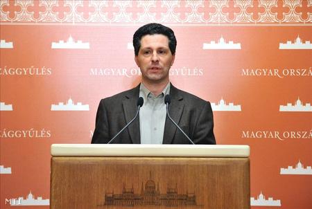 Schiffer András, a Lehet Más a Politika (LMP) frakcióvezetője sajtótájékoztatón reagált az Alkotmánybíróság határozataira.
