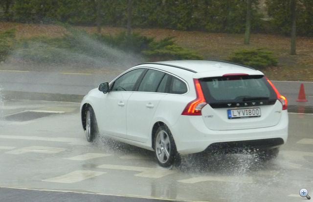 Így táncol a Volvo, ha csökkentett módba kapcsoljuk a menetstabilizáló rendszert