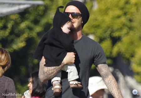 Harper Seven Beckham édesapjával 2011. december 12-én