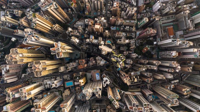 Burjánzó betonbaldachin: ilyen Hongkong madártávlatból