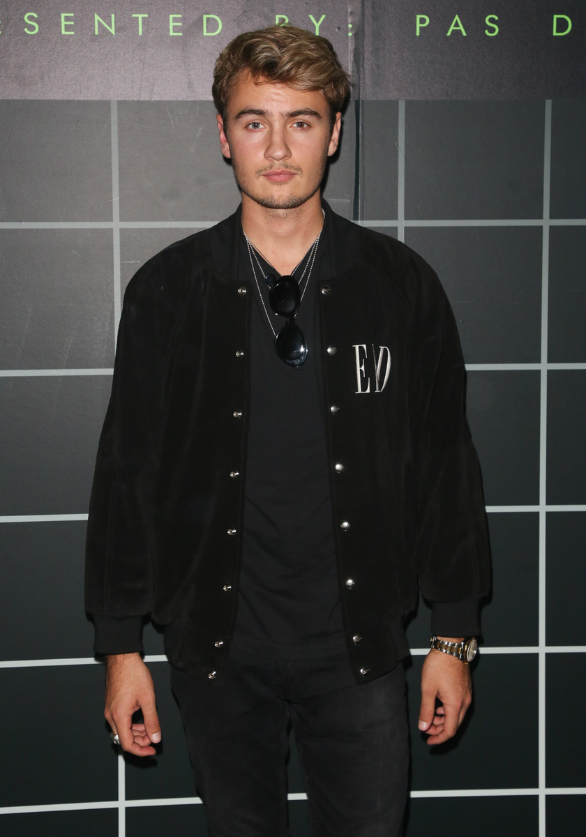 Pamela Anderson idősebbik fia, Brandon Thomas Lee a nyáron már 23 éves lesz.