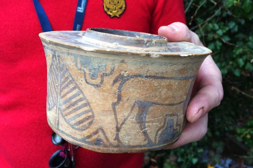 Évekig fogkefetartóként használták a 4000 éves edényt: csoda, hogy túlélte a régészeti lelet
