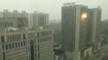 Több robbanás rázott meg egy bevásárlóközpontot Kínában