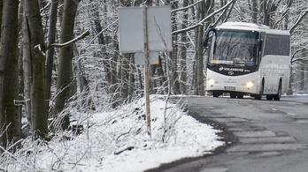 Nem engedett felszállni egy elesett, megsérült gyereket a mínuszban egy buszsofőr, mert sáros volt a ruhája