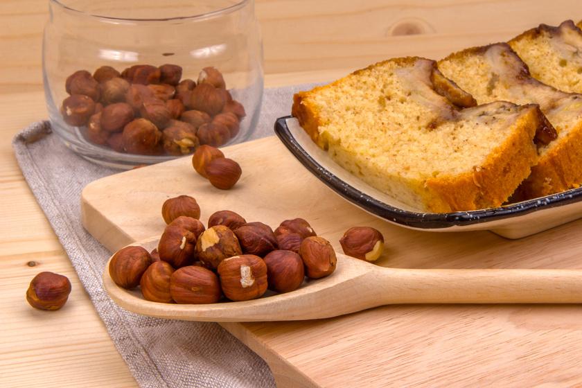 Gyors, banános kevert süti ropogós mogyoróval: biztosan nem fog kiszáradni