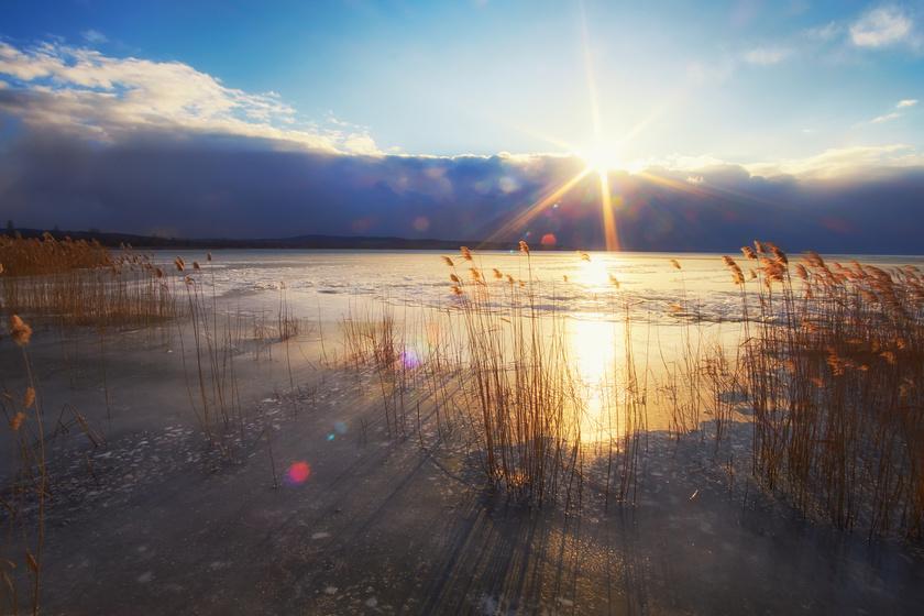 Különleges látvány a Balaton ilyenkor: a tél legnagyobb durranására készülnek a tó melletti városokban