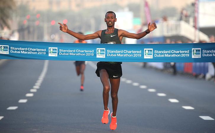 Getaneh Molla a Dubaj Maraton céljában