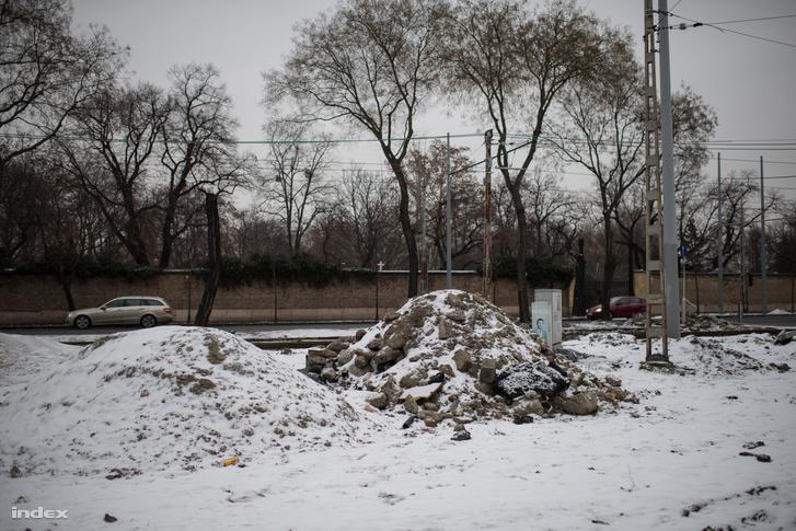 Fiumei úton maradt törmelékek 2019. január 25-én