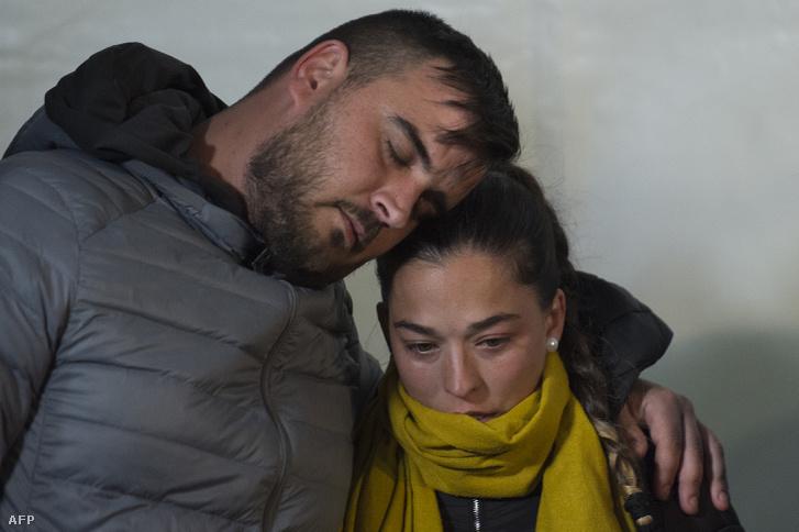 Julen Rosello szülei a helyszínen 2019. január 24-én