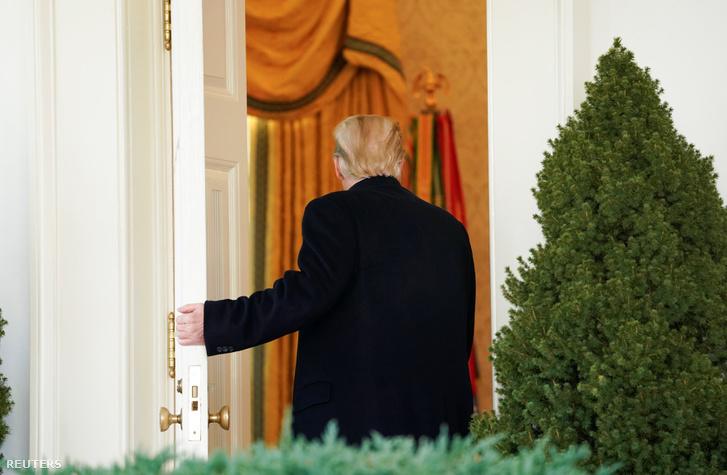 Donald Trump visszamegy beszéde után az Ovális Irodába 2019. január 25-én