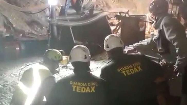 A mentőcsapat által kiadott kép a munkálatokról
