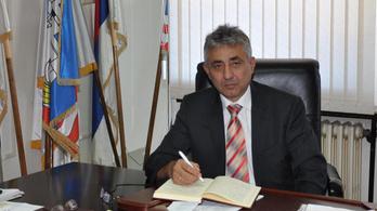 Szerbiában letartóztattak egy kormánypárti polgármestert, mert felgyújtatta egy ellenzéki újságíró házát