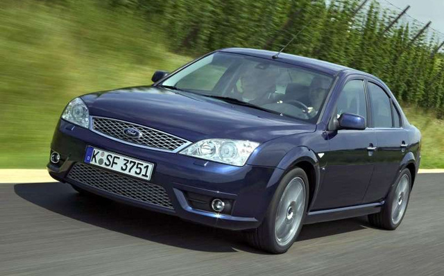 Ford-Mondeo Titanium V6 2004 800x600 wallpaper 03