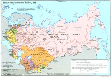 A Szovjetunió közigazgatási felosztása 1989-ben. A köztársaságokat a szinezés különbözteti meg.