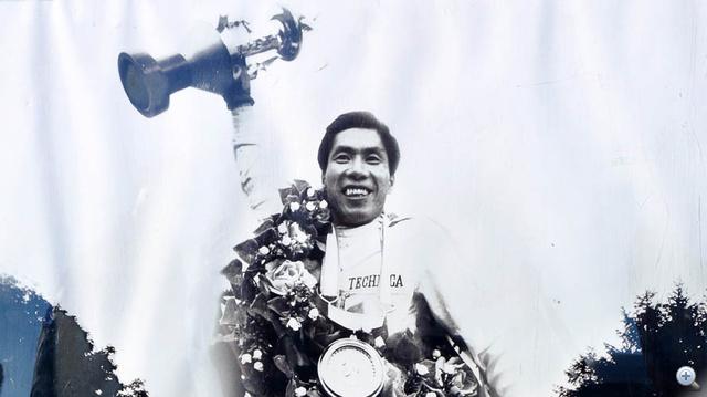 Szuzuki, aki a Nissan versenyzője, később a Tomei alapítója volt