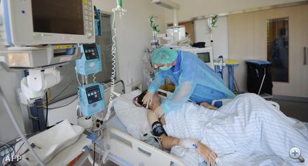 EHEC okozta hasmenésben szenvedő beteg egy hamburgi kórházban