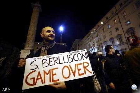 Szombaton kora este 380 igen szavazattal a római képviselőház is megszavazta a megszorító költségvetési csomagot, így megnyílt az út Silvio Berlusconi lemondása előtt.