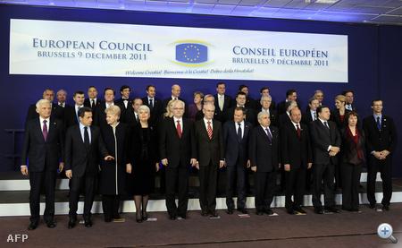 Készül a vezetői csoportkép.