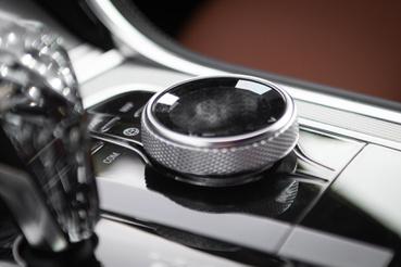 Csiszolt gyémánt-stílusban csillognak a tekerőkorong belső lapkái