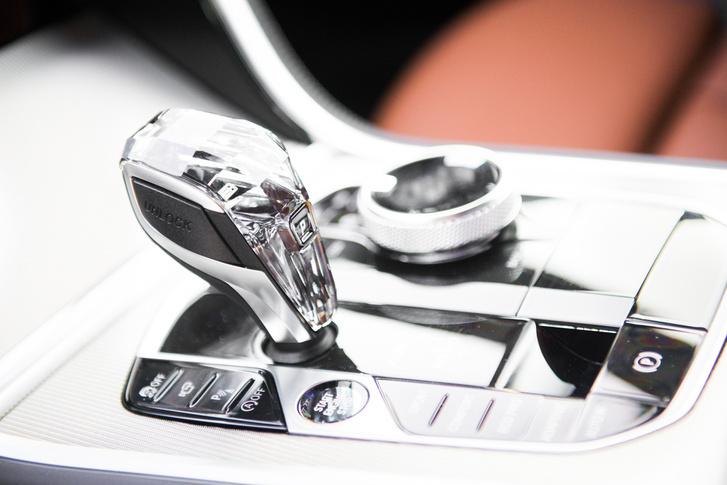 A Rolls-Royce-ban elkezdték ezt az óriáskristályozást, a Corsa vásárlóinak már csak pár évet kell várni