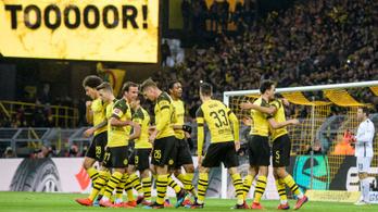 Tovább robog a Dortmund, Szalaiék gólzáporos meccsen nyertek
